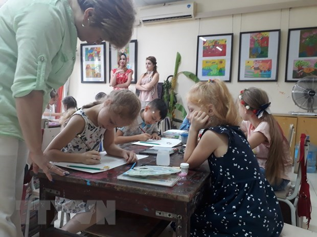 Hanoi, foreign children join painting contest on Hanoi