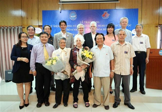 US peace activists honoured for active contributions to Vietnam