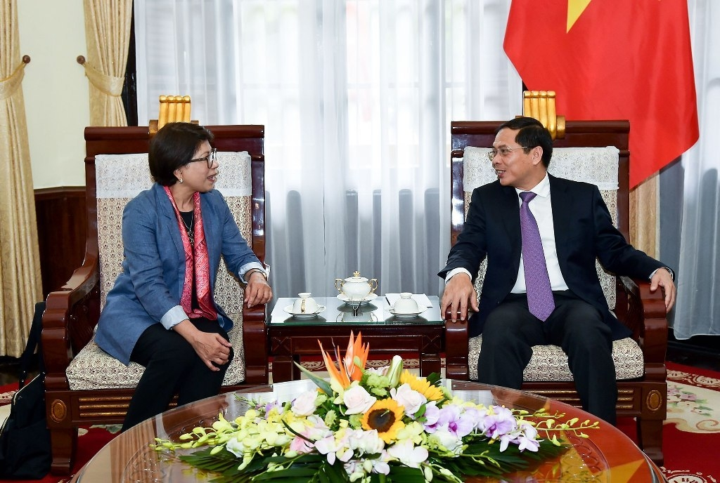 Vietnam increases cooperation with APEC Secretariat