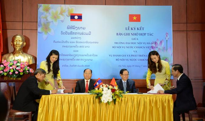 Vietnam - Laos cooperation in training and improvement of human resource quality