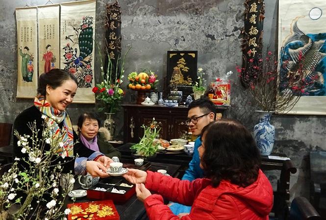 Over 200 photos on Hanoi's beauty on display