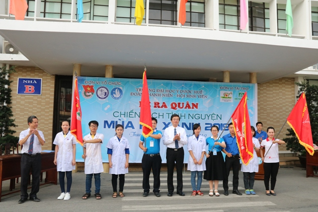 Youth of Hue University of Medicine and Pharmacy volunteer for public health