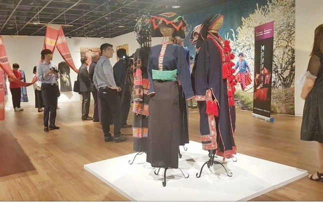 Brocade and silk of ethnic groups in northern Vietnam introduced in RoK