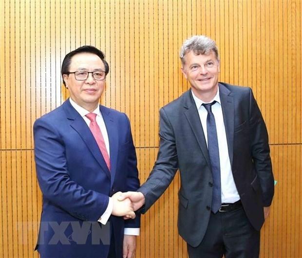 French communist party officials visit Vietnam
