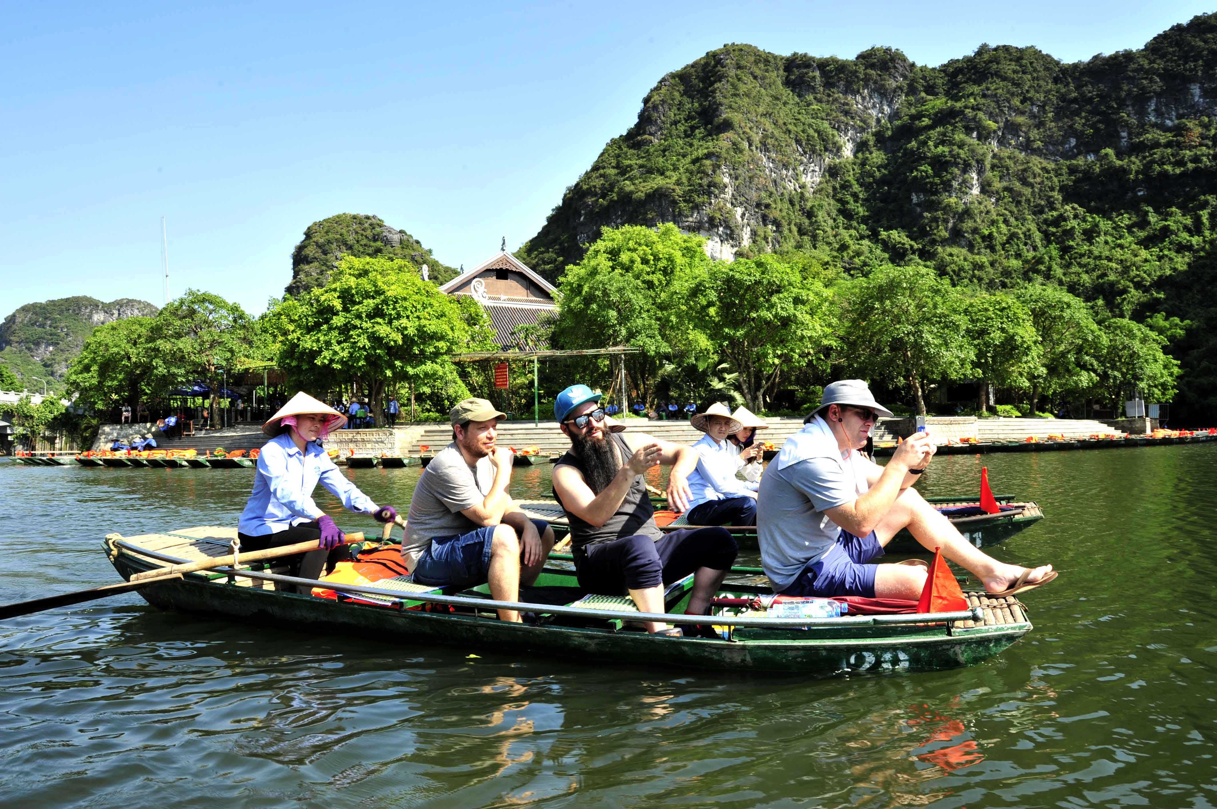 Foreigners to Vietnam hit over 9.7 million