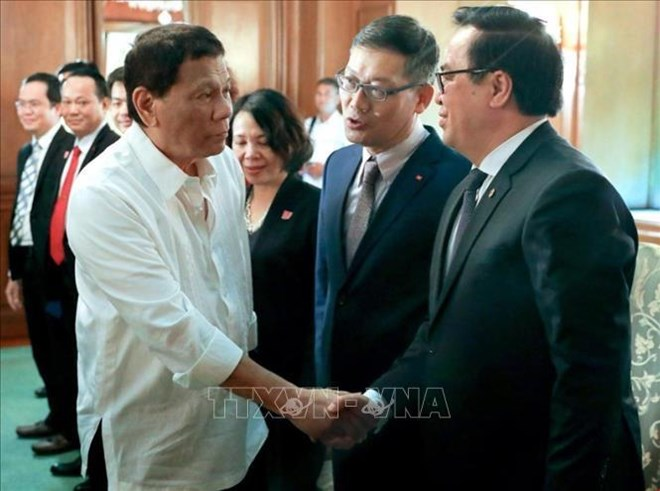 Vietnamese Party delegation visits Philippines