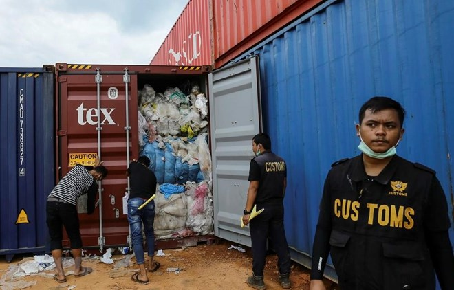 Indonesia tightens imports of plastic waste