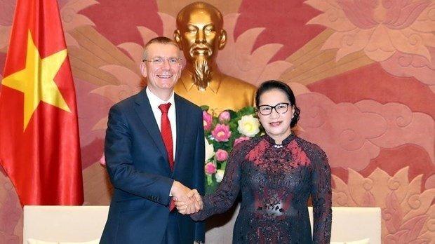 Top legislator hosts Latvian Foreign Minister