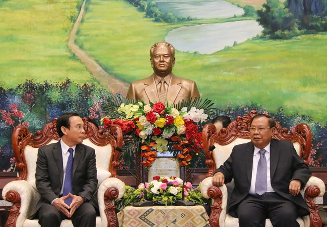 Top Lao leader receives officials of Party Central Committee's Office