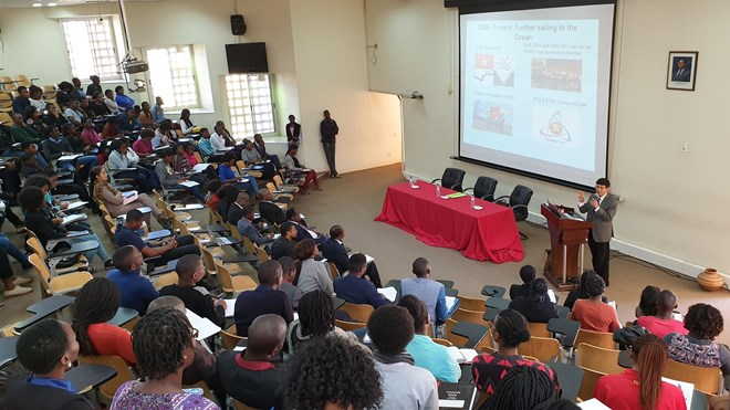 Ambassador highlights Vietnam' foreign policy at Mozambican university