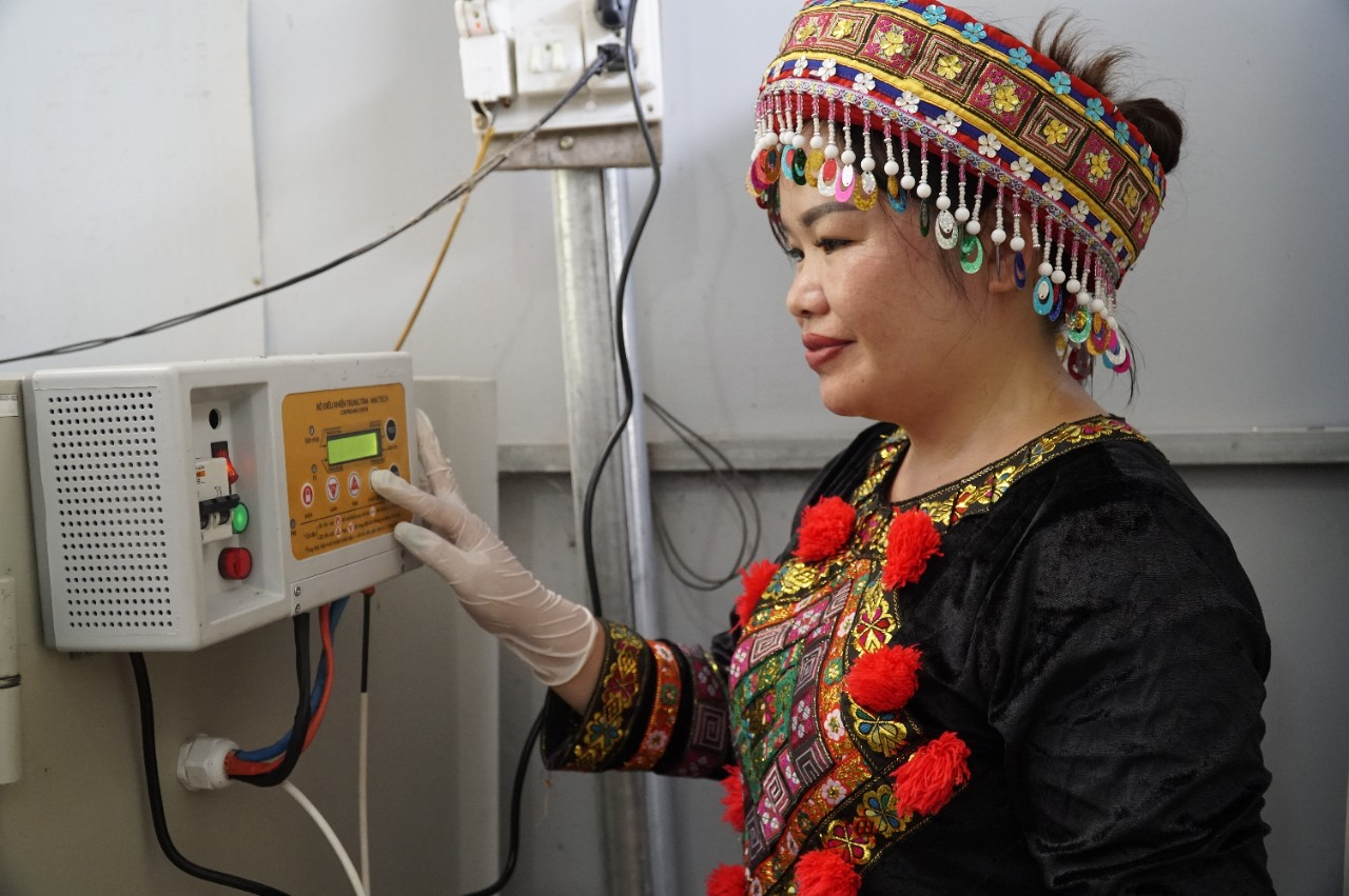 Ethnic minority women expand business and escape poverty with IR 4.0 technologies