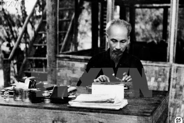 Photo exhibition marks 50 years of President Ho Chi Minh's Testament