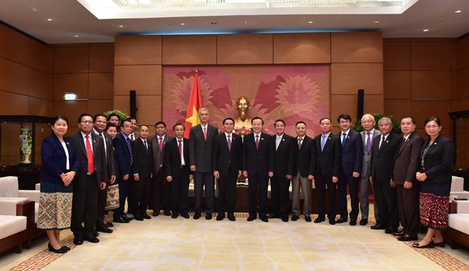 Lao National Assembly delegation welcomed in Hanoi