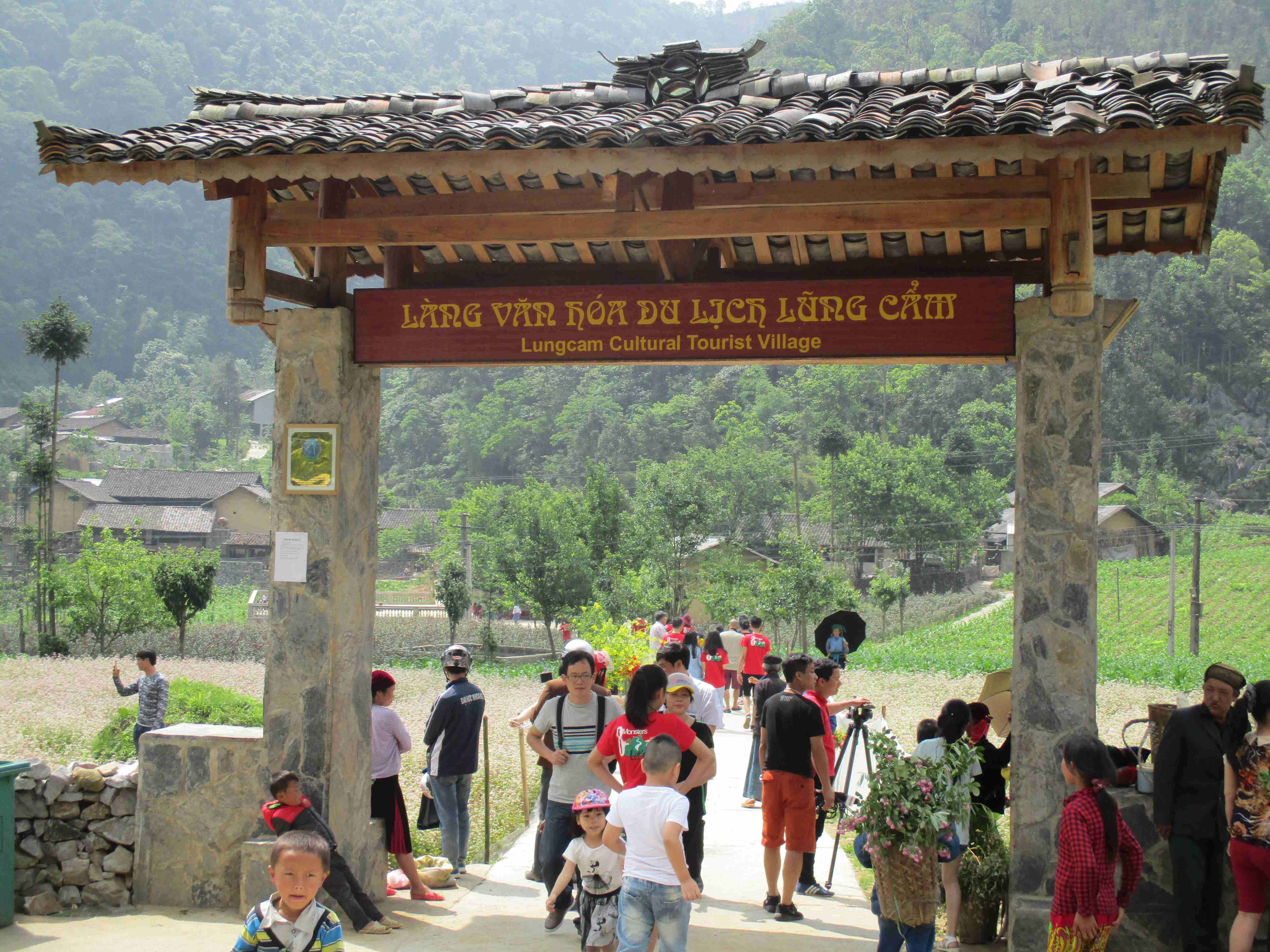 Impressive Lung Cam cultural tourist village in Dong Van karst plateau
