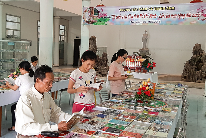 Khanh Hoa province: Nearly 700 documents and photos on Uncle Ho on display