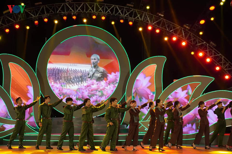 Special arts program marks 50th anniversary of President Ho Chi Minh's Testament