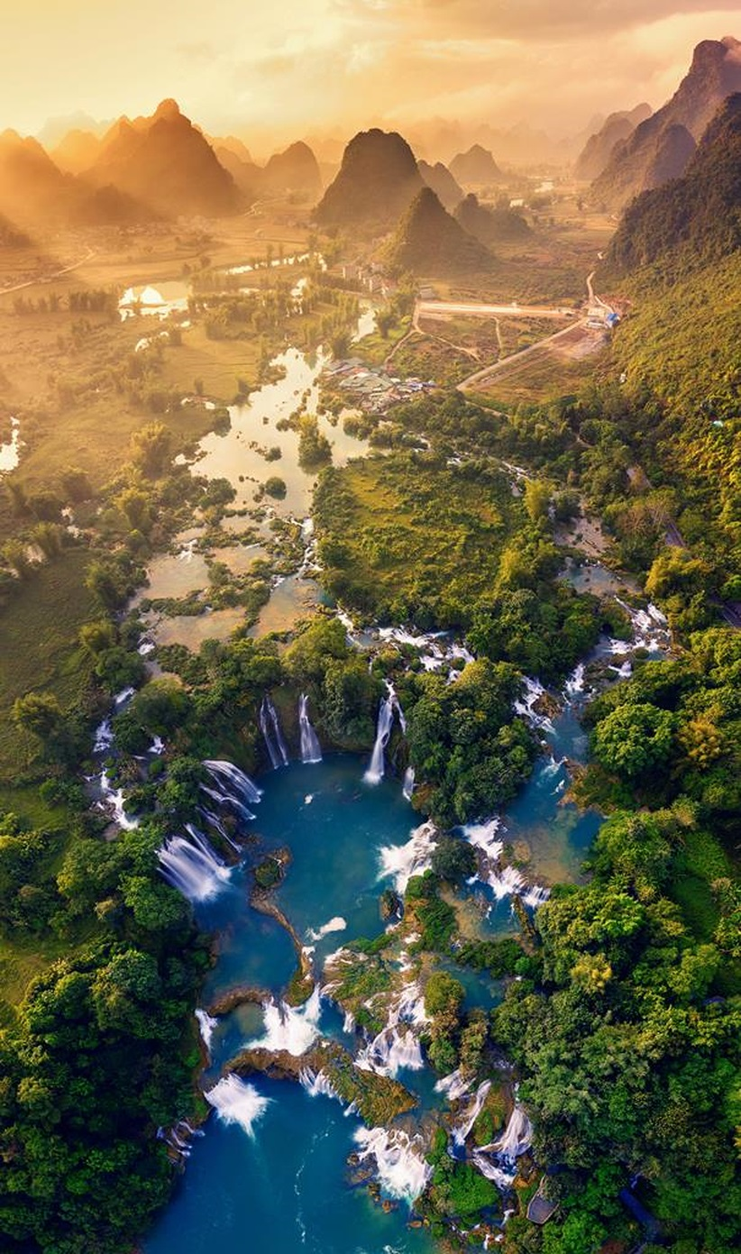 """""""Ban Gioc Waterfall"""" wins first at """"Vietnam from above"""" photo contest"""