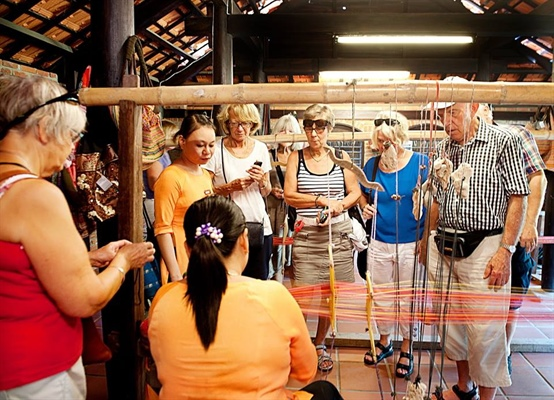 Diverse activities at 5th Vietnam-International Silk and Brocade Festival