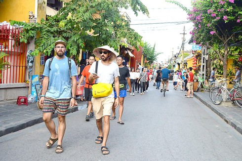 Over 11 million foreigners visit Vietnam from start of year