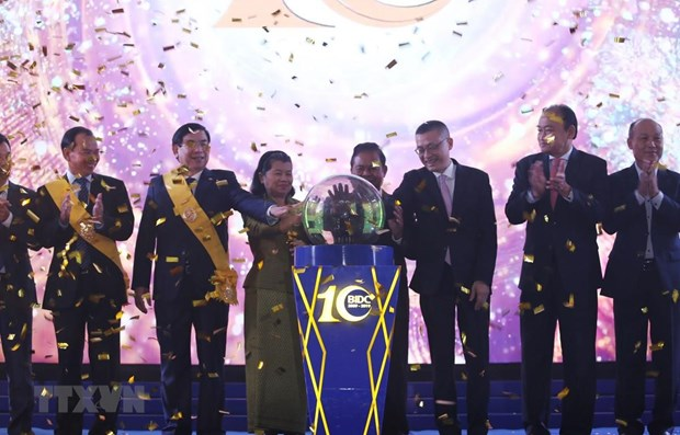 Vietnamese-invested bank's contributions to Cambodia's economic growth hailed