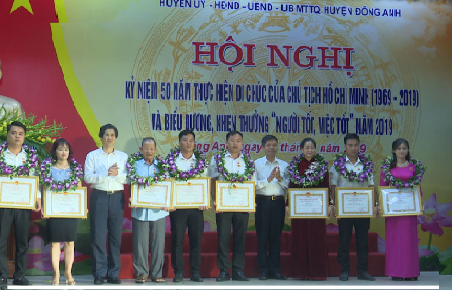 Honoring teams and individuals for good implementation of President Ho Chi Minh's testament