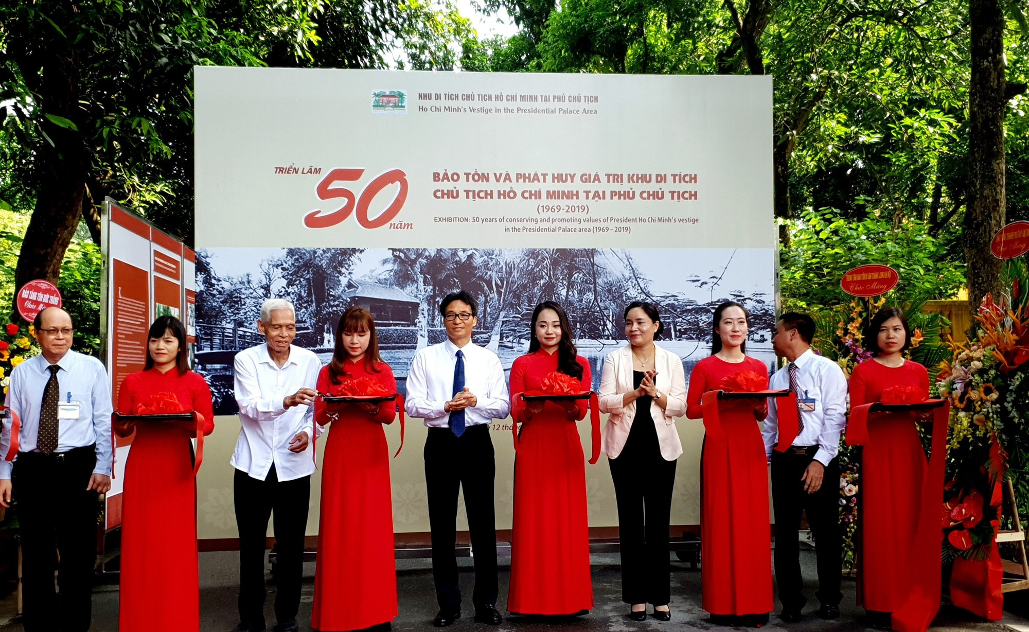 Over 200 photos on President Ho Chi Minh Relic Complex on display