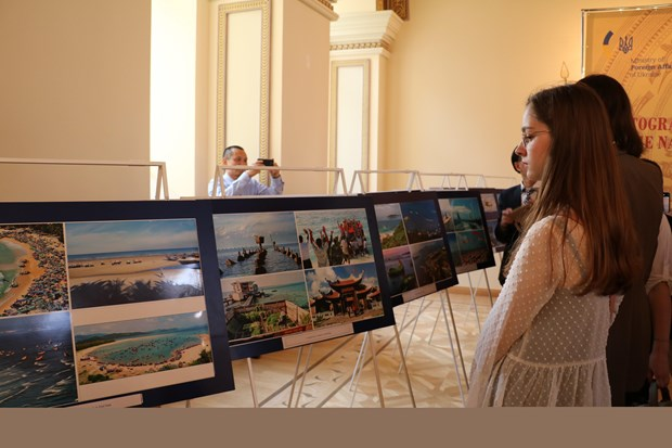 Vietnamese land, people spotlighted at photo exhibition in Ukraine