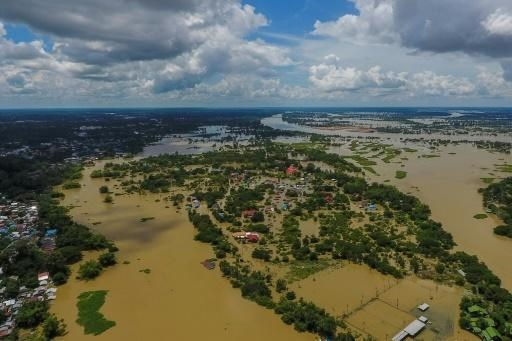 Widespread floods kill 32 people in Thailand