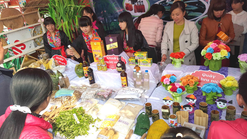 Schools in Quang Ninh province organize ethnic cultural activities