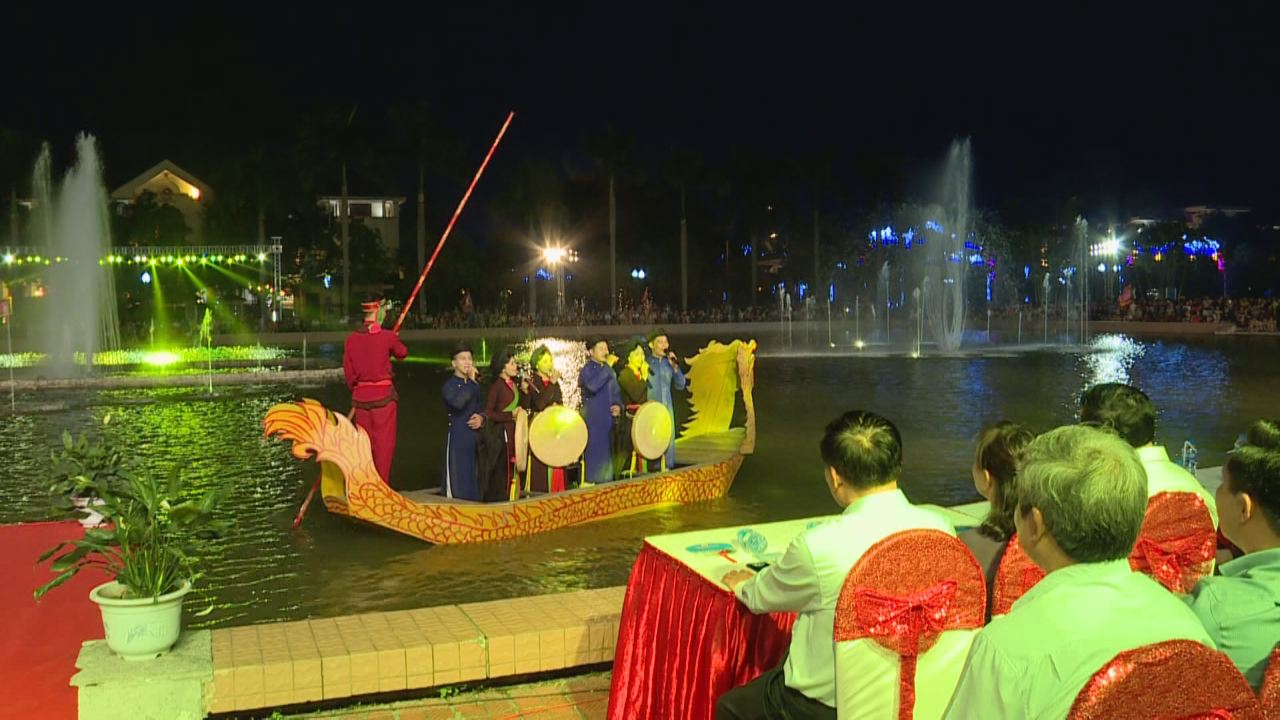 Quan ho folk singing performance on boat on September 1st