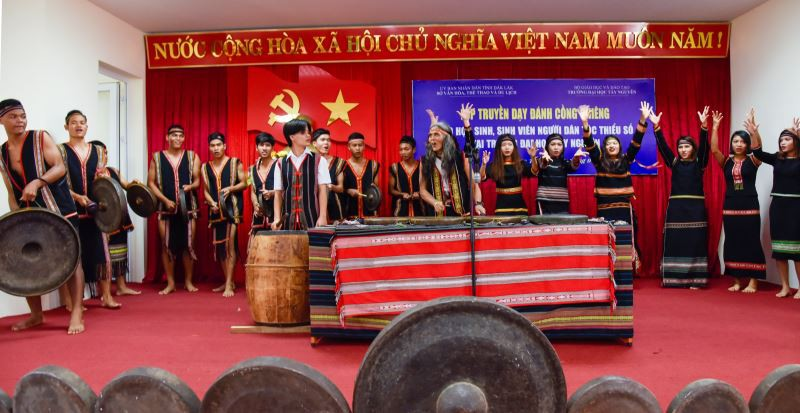 Training course on gongs for students in Dak Lak province