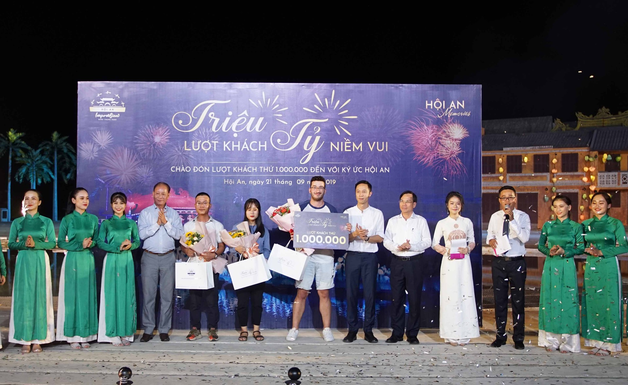 Hoi An Memories show welcomes 1 millionth visitor