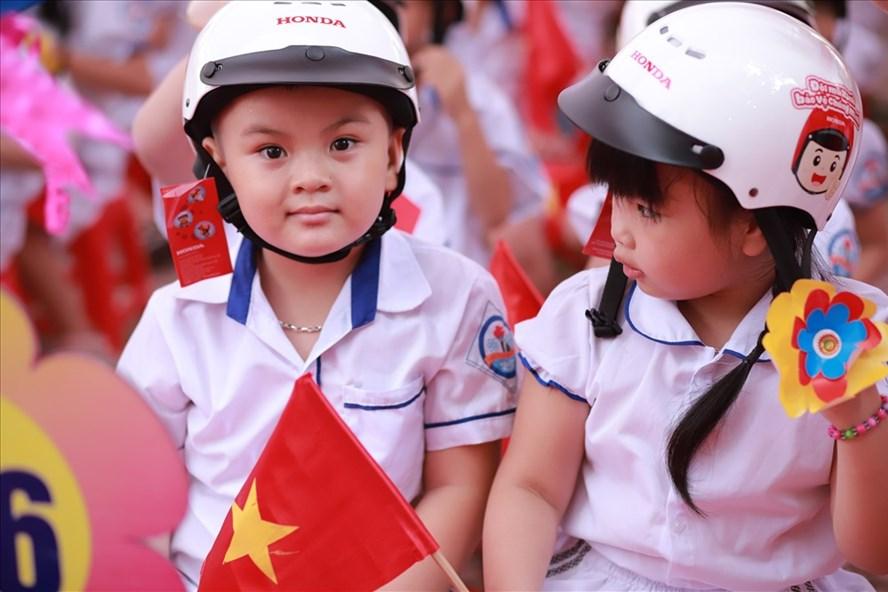 Honda Vietnam to present over 176,000 helmets to Hanoi school children