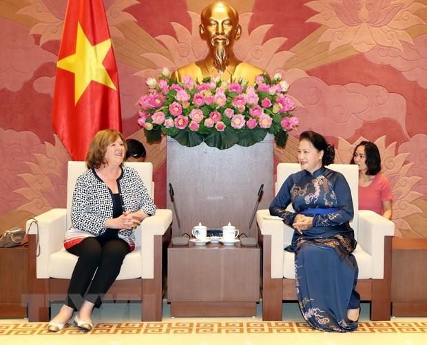 NA Chairwoman greets French Senator
