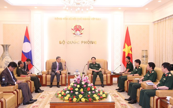 Defence minister hosts outgoing Lao ambassador