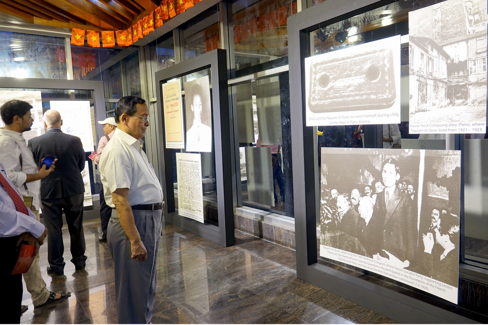 Photo exhibition on President Ho Chi Minh held in Bangladesh