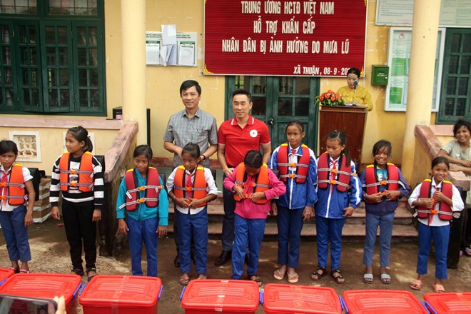 Vietnam Red Cross Society aids flood victims in Quang Tri