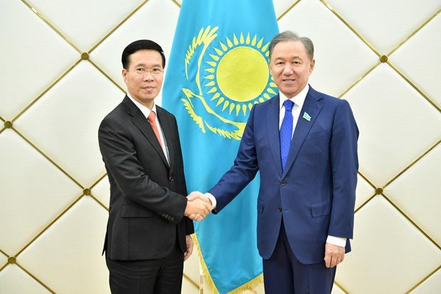 Politburo member Vo Van Thuong visits Kazakhstan