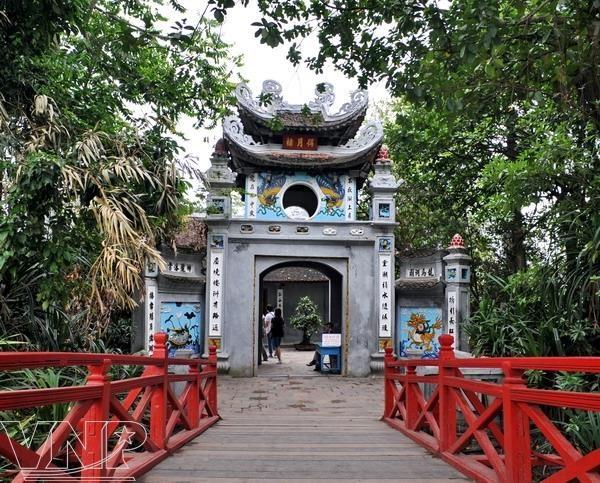 Hanoi bans smoking at 30 tourist spots
