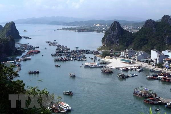 Quang Ninh: Van Don island district develops marine tourism