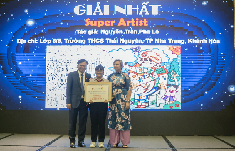 13-year-old Nguyen Tran Pha Le announced the winner of Viet Nam's Comic Contest