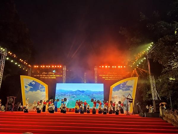 Ethnic cultural and artistic exchange near Hoan Kiem Lake