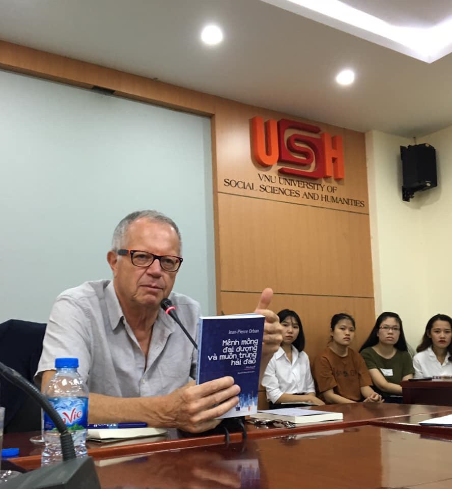 Belgian writer seeks new book ideas in Vietnam