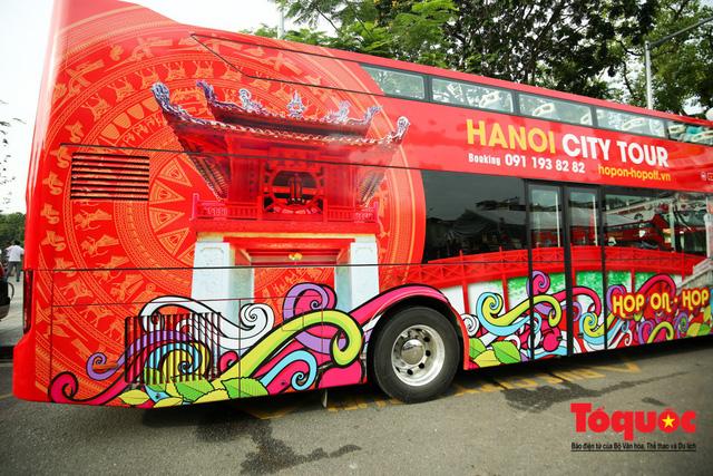 Hanoi adjusts double-decker bus tour