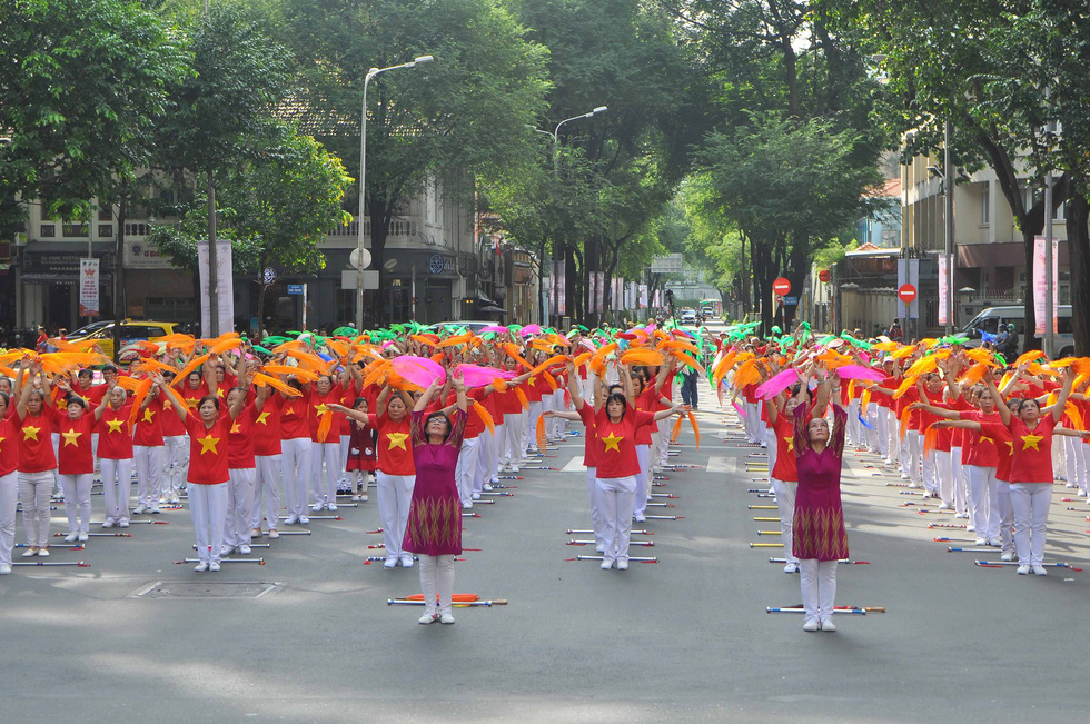 Nearly 3,000 elderly in Ho Chi Minh city perform ayurvedic exercise