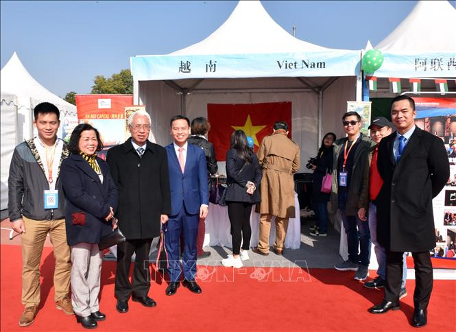 Vietnam joins 11th international charity bazaar in Beijing