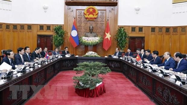 Vietnamese, Lao PMs hold talks