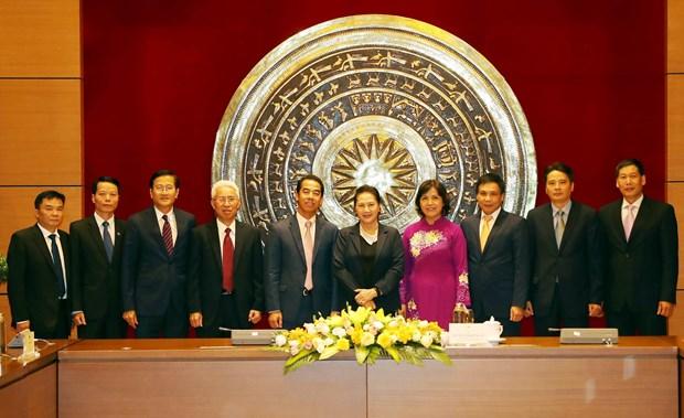 NA leader receives heads of Vietnam's overseas representative agencies