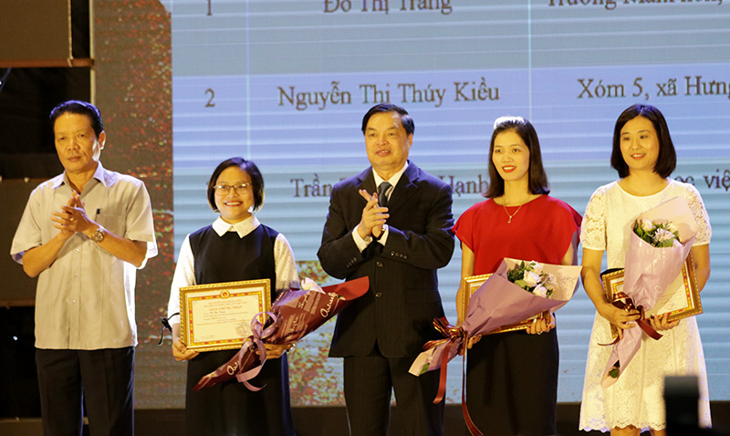 Award ceremony of online contest on Party's glorious 90-year history