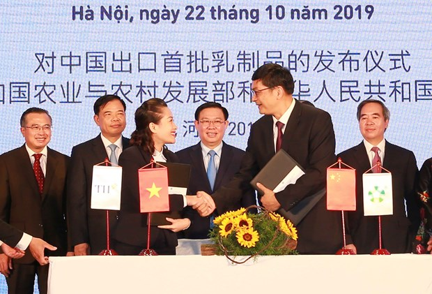 Vietnam's first batch of milk exported to China
